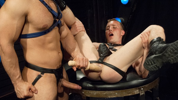 club-inferno-dungeon-gay-guy-getting-his-ass-stretched